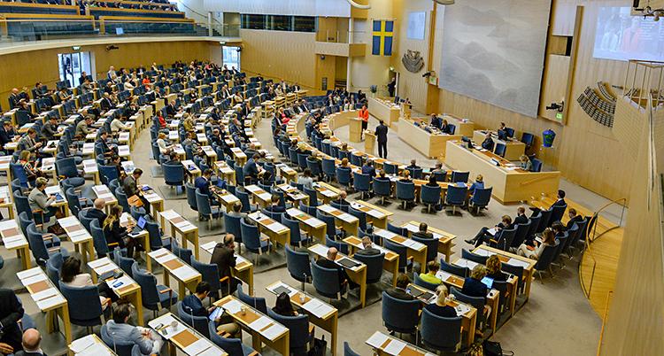 En stor sal där många politiker sitter.