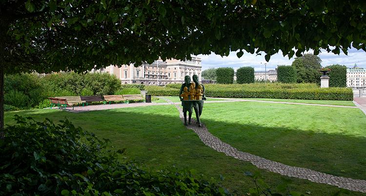 Ett manipulerat foto av parken där skulpturen har placerats ut.